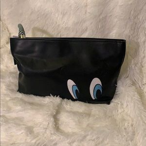 Zara x Looney Tunes Tweety Eye Clutch